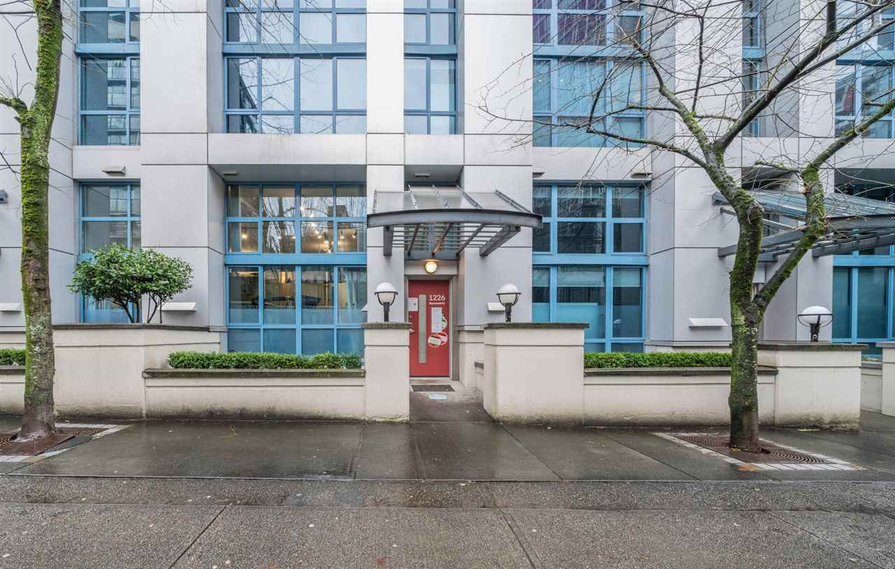 Main Photo: 105 1238 SEYMOUR STREET in Vancouver: Downtown VW Townhouse for sale (Vancouver West)  : MLS®# R2532797