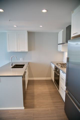 "Photo 4: 2106 520 COMO LAKE Avenue in Coquitlam: Coquitlam West Condo for sale in ""THE CROWN"" : MLS®# R2209731"