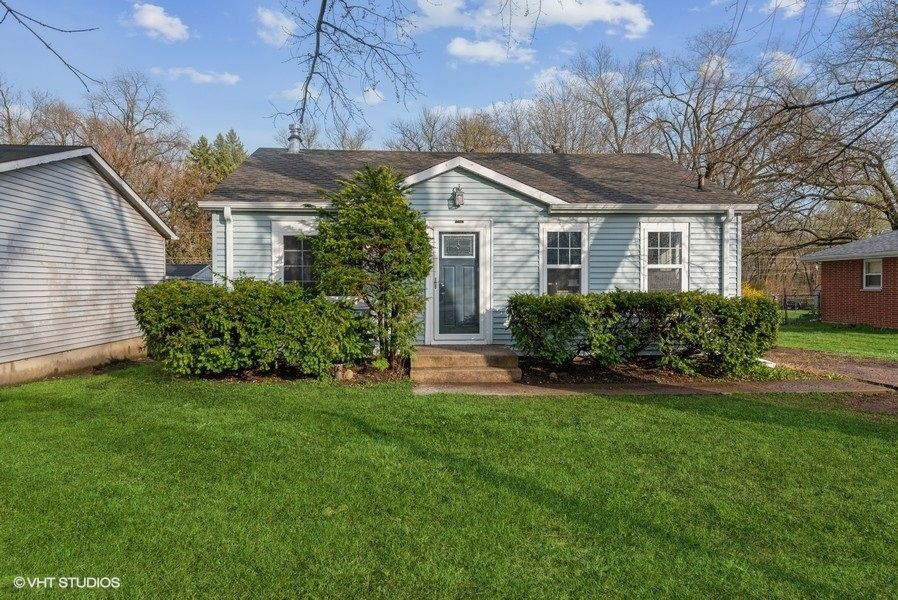 Main Photo: 37863 N Watts Avenue: Spring Grove Residential for sale ()  : MLS®# 11093769