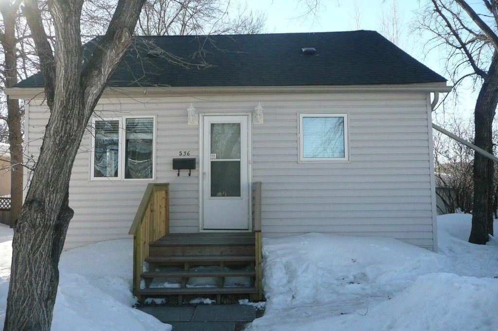Main Photo: 536 Greenacre Blvd.: Residential for sale