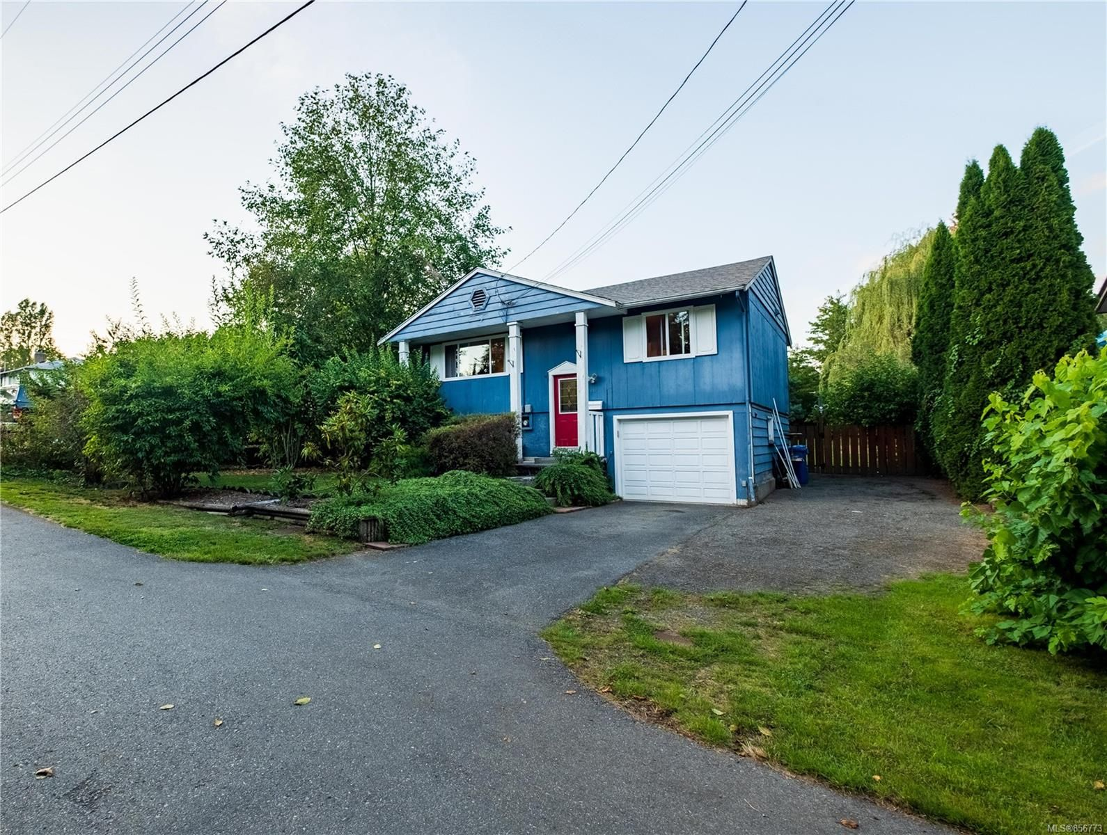 Main Photo: 676 Beaconsfield Rd in : Na University District House for sale (Nanaimo)  : MLS®# 856773