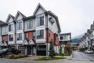 """Photo 1: 38344 SUMMITS VIEW Drive in Squamish: Downtown SQ Townhouse for sale in """"EAGLEWIND"""" : MLS®# R2517770"""
