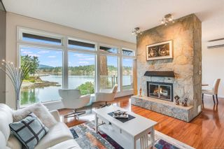 Photo 1: 4 2353 Harbour Rd in : Si Sidney North-East Row/Townhouse for sale (Sidney)  : MLS®# 867635