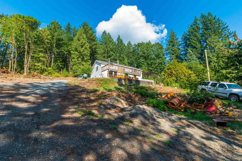 FEATURED LISTING: 2375 LOUGHEED Highway Agassiz