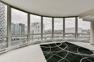 """Photo 13: 2002 1500 HORNBY Street in Vancouver: Yaletown Condo for sale in """"888 BEACH"""" (Vancouver West)  : MLS®# R2461920"""