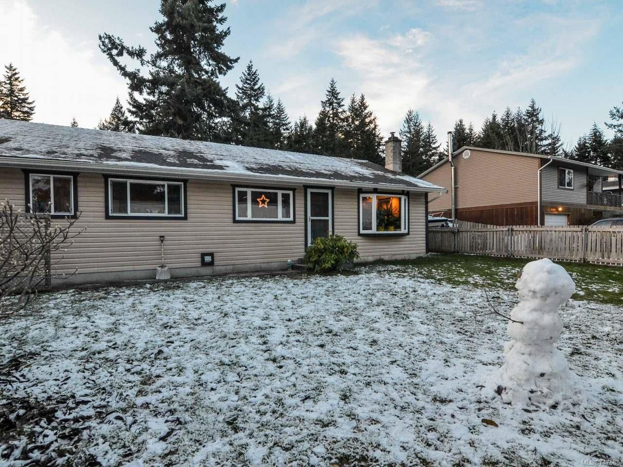 Photo 2: Photos: 228 Crawford Rd in CAMPBELL RIVER: CR Campbell River South House for sale (Campbell River)  : MLS®# 747688