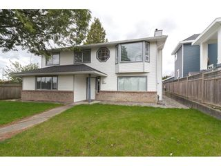 Photo 1: 18185 64 Avenue in Surrey: Cloverdale BC House for sale (Cloverdale)  : MLS®# R2253254