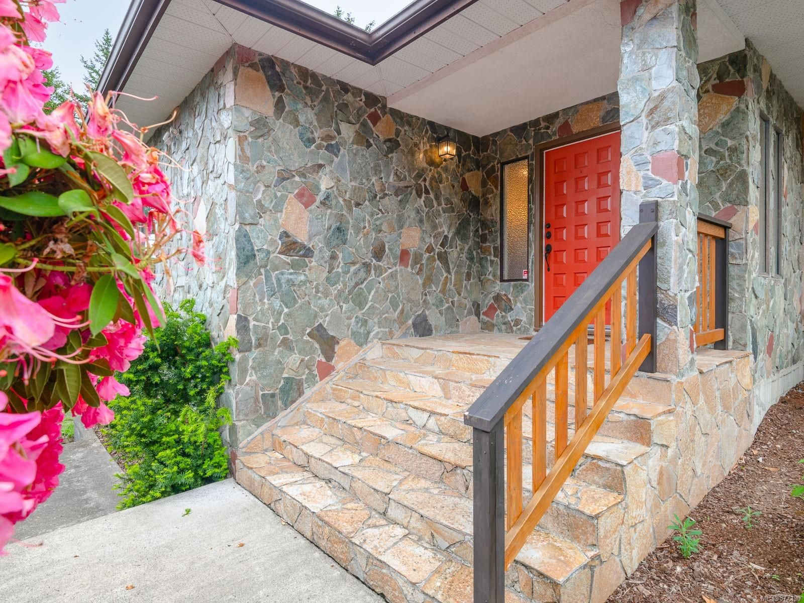 Main Photo: 530 Noowick Rd in : ML Mill Bay House for sale (Malahat & Area)  : MLS®# 877190