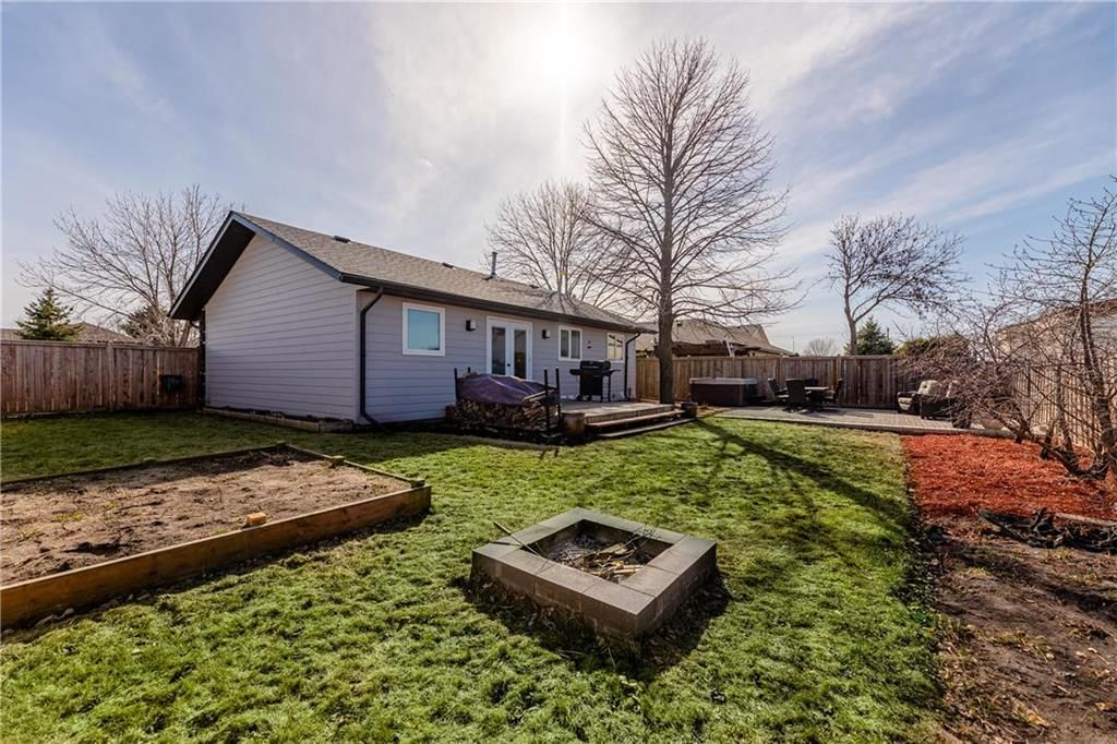 Photo 34: Photos: 20 PENROSE Crescent in Steinbach: R16 Residential for sale : MLS®# 202107867