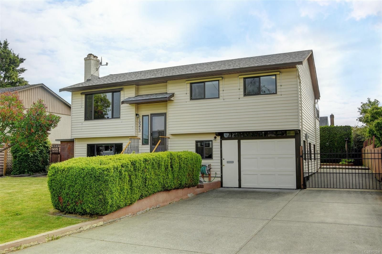 Main Photo: 10273 Rathdown Pl in : Si Sidney North-East House for sale (Sidney)  : MLS®# 851536