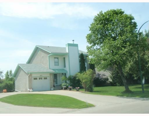 Main Photo: 573 CHALFONT Road in WINNIPEG: Charleswood Residential for sale (South Winnipeg)  : MLS®# 2903027