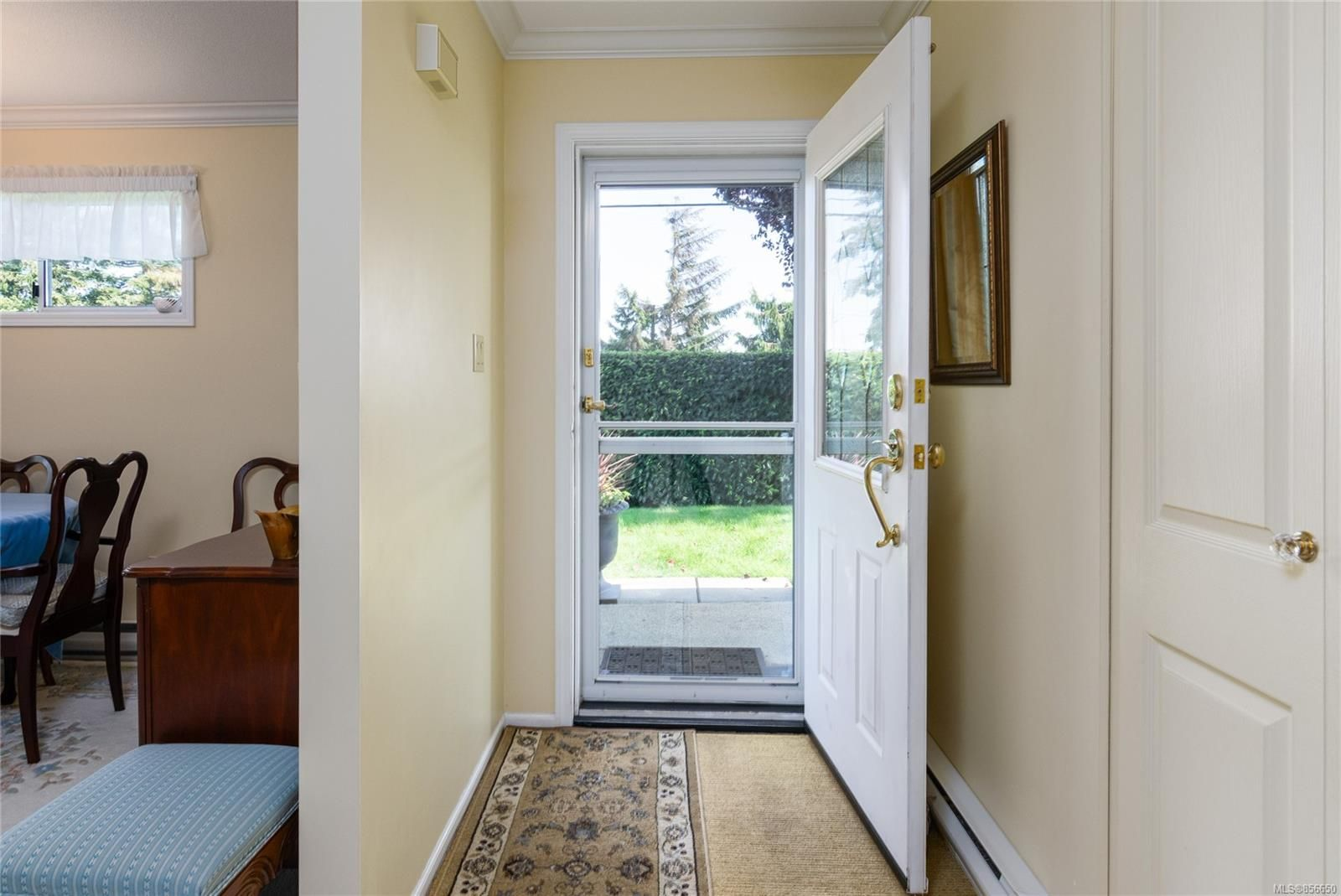 Photo 3: Photos: 4 305 Blower Rd in : PQ Parksville Row/Townhouse for sale (Parksville/Qualicum)  : MLS®# 856650
