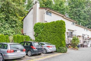 """Photo 2: 13 32705 FRASER Crescent in Mission: Mission BC Townhouse for sale in """"BLACK BEAR ESTATES"""" : MLS®# R2382548"""