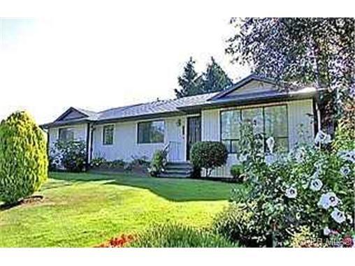 Main Photo: 753 Mapleton Pl in VICTORIA: SW Royal Oak House for sale (Saanich West)  : MLS®# 346393