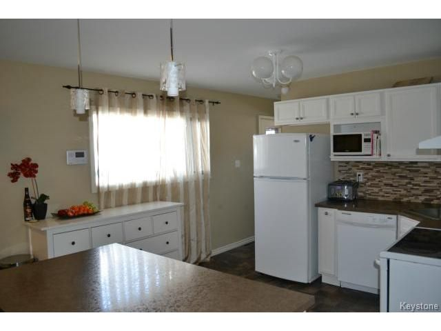 Photo 3: Photos: 463 Olive Street in WINNIPEG: St James Residential for sale (West Winnipeg)  : MLS®# 1405838
