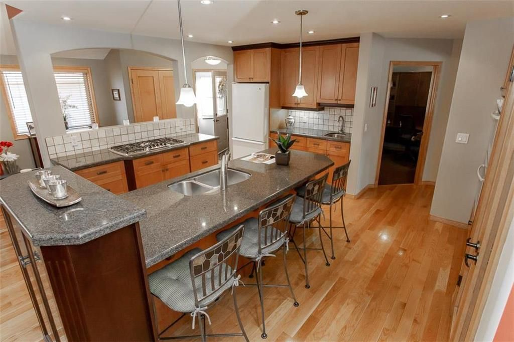 Photo 9: Photos: 23 Tiverton Bay in Winnipeg: River Park South Residential for sale (2F)  : MLS®# 202008374