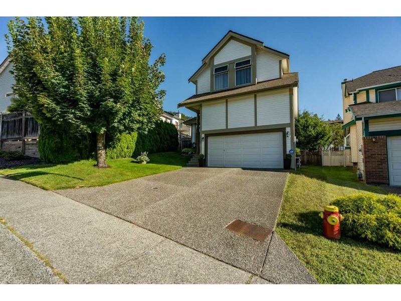 FEATURED LISTING: 2925 VALLEYVIEW Court Coquitlam