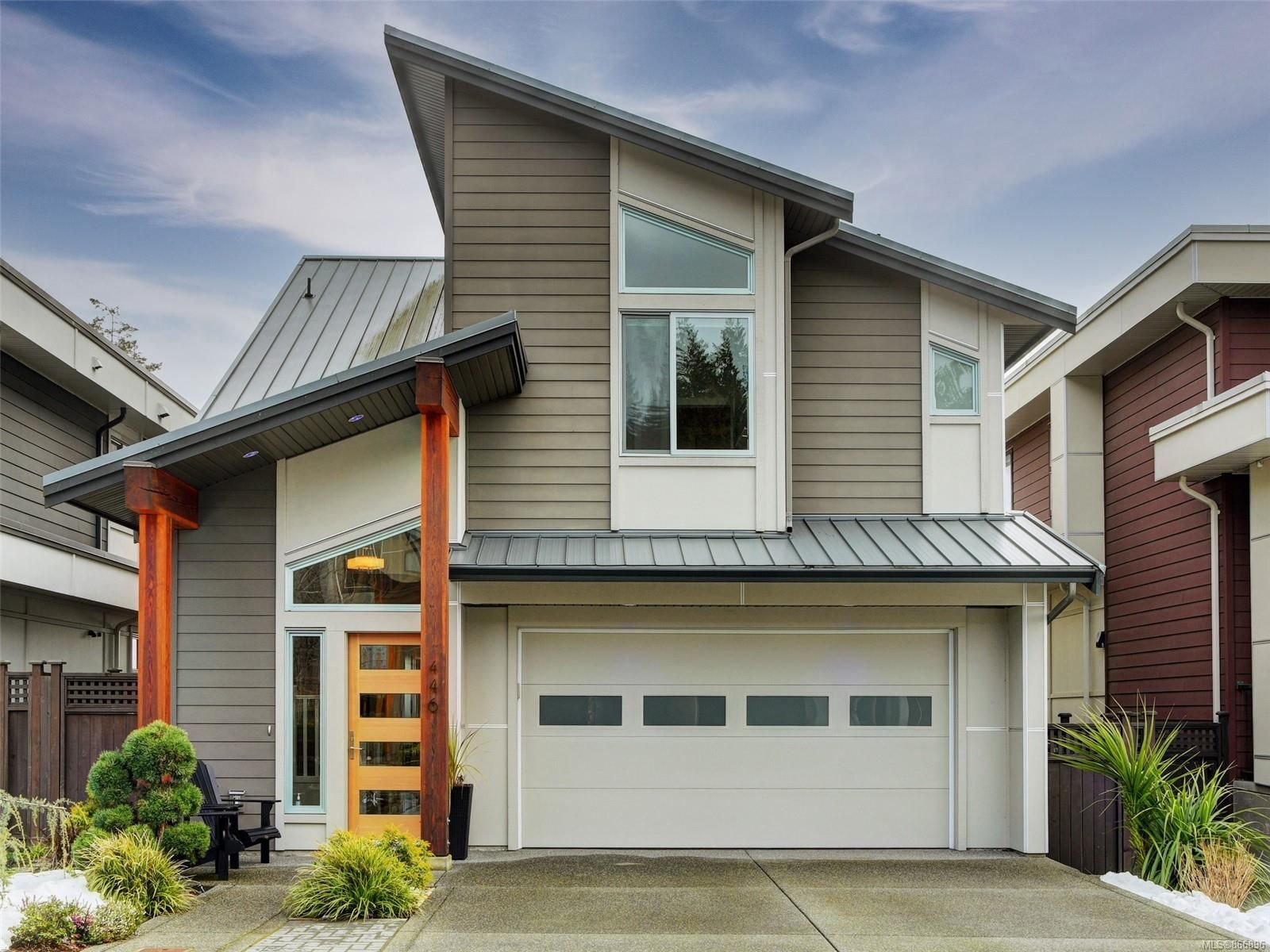 Main Photo: 446 Regency Pl in : Co Royal Bay House for sale (Colwood)  : MLS®# 866896