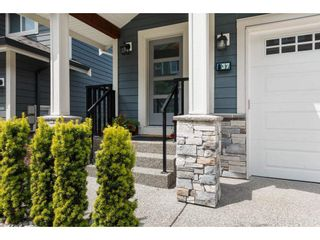 """Photo 3: 37 50634 LEDGESTONE Place in Chilliwack: Eastern Hillsides House for sale in """"The Cliffs"""" : MLS®# R2593109"""