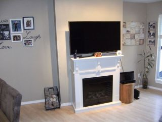 Photo 5: 107 11595 FRASER Street in Maple Ridge: East Central Condo for sale : MLS®# R2363900