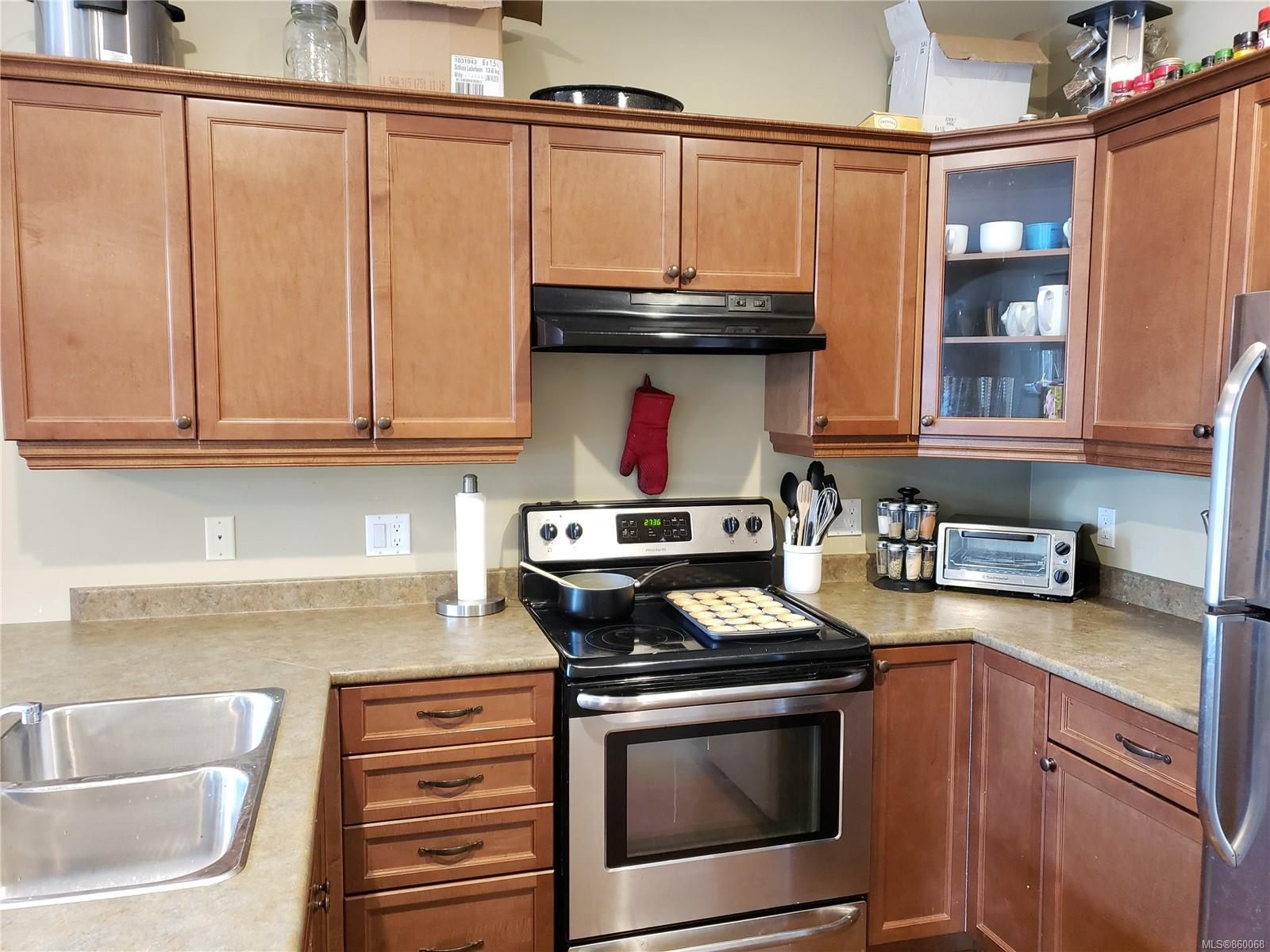 Photo 5: Photos: 105 2787 1st St in Courtenay: CV Courtenay City House for sale (Comox Valley)  : MLS®# 860068