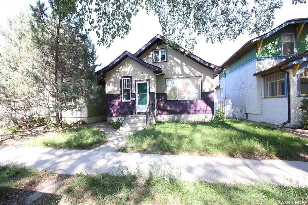 Main Photo: 620 3rd Avenue North in Saskatoon: City Park Residential for sale : MLS®# SK860930
