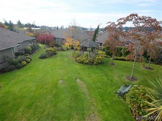Photo 8: 18 126 Hallowell Rd in VICTORIA: VR Glentana Row/Townhouse for sale (View Royal)  : MLS®# 744425