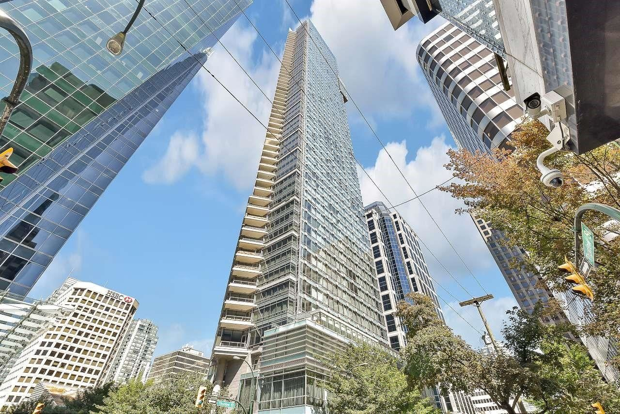 """Main Photo: 2106 1111 ALBERNI Street in Vancouver: West End VW Condo for sale in """"SHANGRI-LA"""" (Vancouver West)  : MLS®# R2614288"""