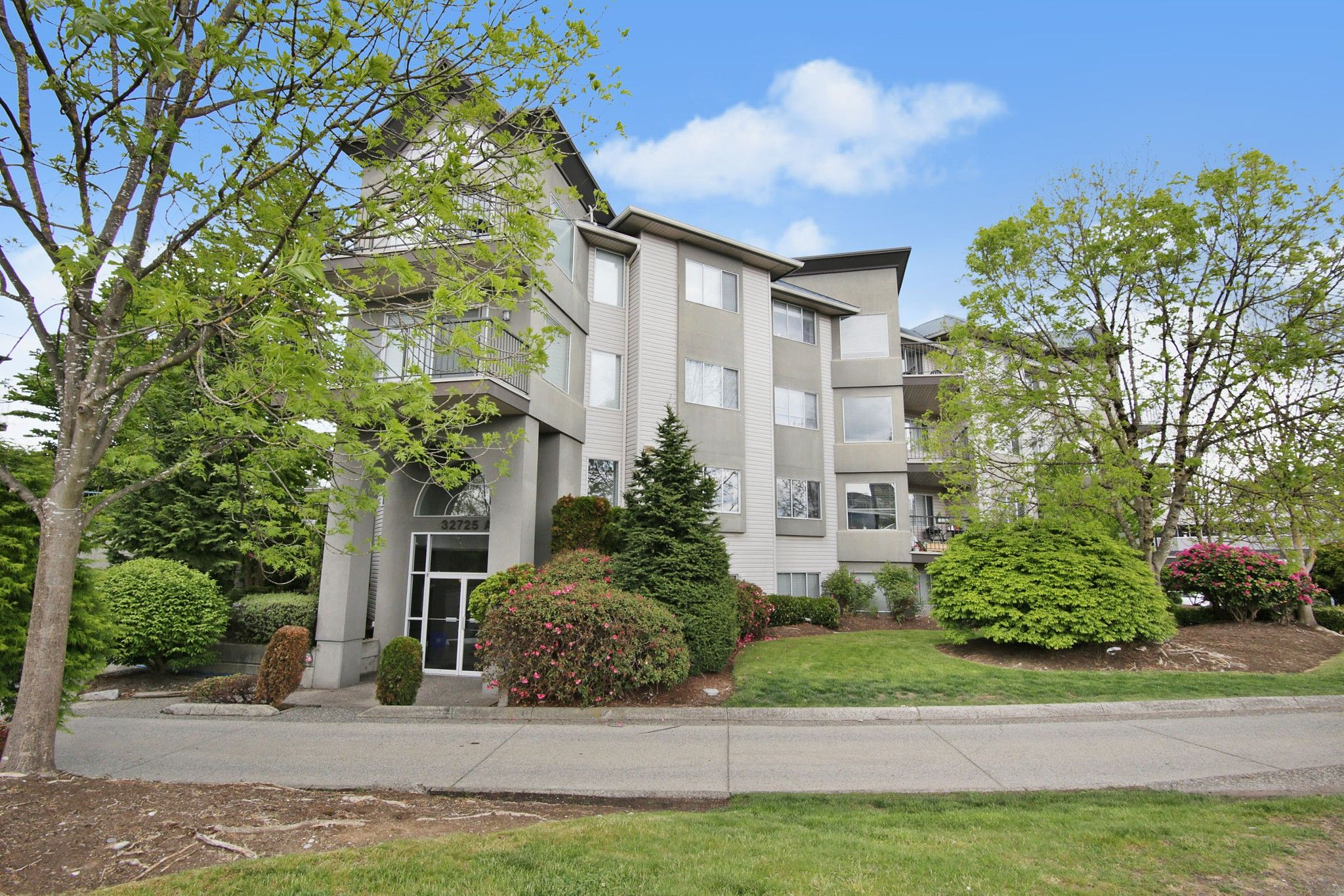 """Main Photo: 303 32725 GEORGE FERGUSON Way in Abbotsford: Abbotsford West Condo for sale in """"THE UPTOWN"""" : MLS®# R2578786"""