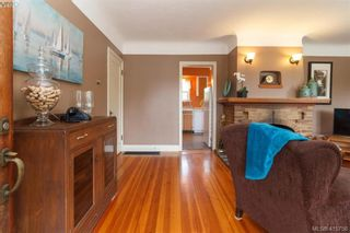 Photo 3: 260 Regina Ave in VICTORIA: SW Tillicum House for sale (Saanich West)  : MLS®# 824726