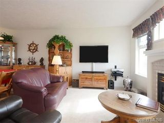 Photo 3: 18 126 Hallowell Rd in VICTORIA: VR Glentana Row/Townhouse for sale (View Royal)  : MLS®# 744425