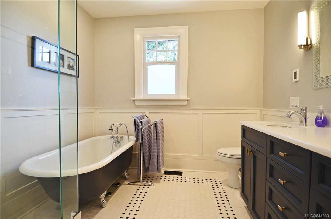 Photo 20: Photos: 2420 Nottingham Rd in Oak Bay: OB Estevan House for sale : MLS®# 844303