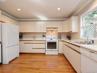 Photo 9: 1720 Leighton Rd in VICTORIA: Vi Jubilee Row/Townhouse for sale (Victoria)  : MLS®# 785183