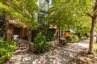 """Photo 5: 1409 W 7TH Avenue in Vancouver: Fairview VW Townhouse for sale in """"Sienna @ Portico"""" (Vancouver West)  : MLS®# R2615032"""
