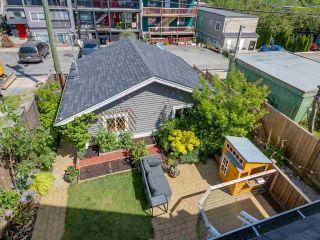 Photo 15: 865 E 10TH Avenue in Vancouver: Mount Pleasant VE 1/2 Duplex for sale (Vancouver East)  : MLS®# R2068935