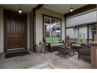 Photo 2: 21082 83B Avenue in Langley: Willoughby Heights House for sale : MLS®# R2038203