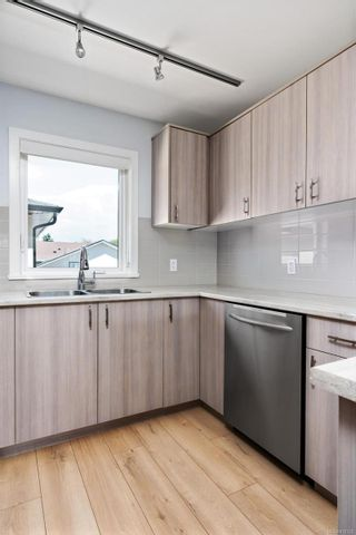 Photo 11: 3 1680 Ryan St in : Vi Oaklands Row/Townhouse for sale (Victoria)  : MLS®# 878328