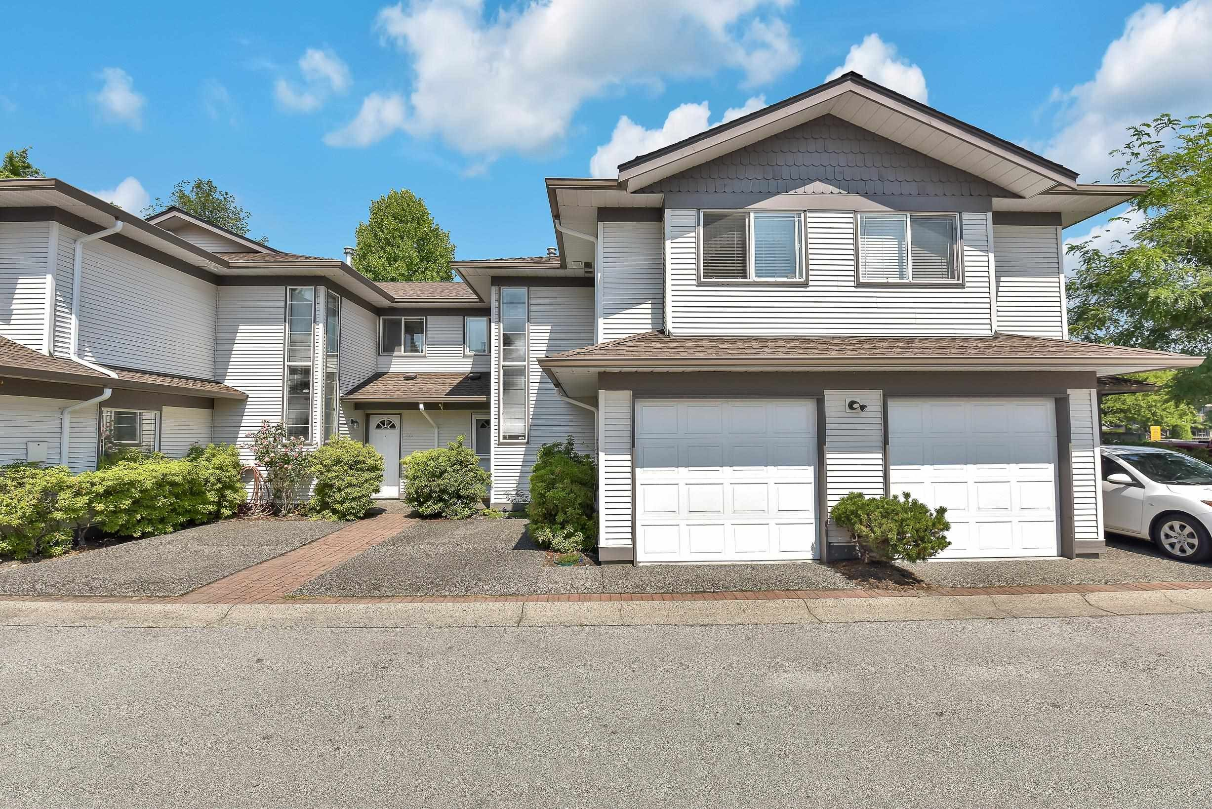 """Main Photo: 319 16233 82 Avenue in Surrey: Fleetwood Tynehead Townhouse for sale in """"The Orchards"""" : MLS®# R2606826"""