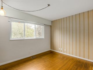 Photo 17: 68 Mott Crescent in New Westminster: Home for sale : MLS®# R2002099