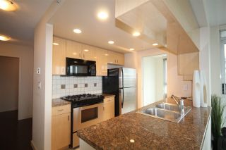 """Photo 6: 1003 1033 MARINASIDE Crescent in Vancouver: Yaletown Condo for sale in """"Quaywes"""" (Vancouver West)  : MLS®# R2007255"""