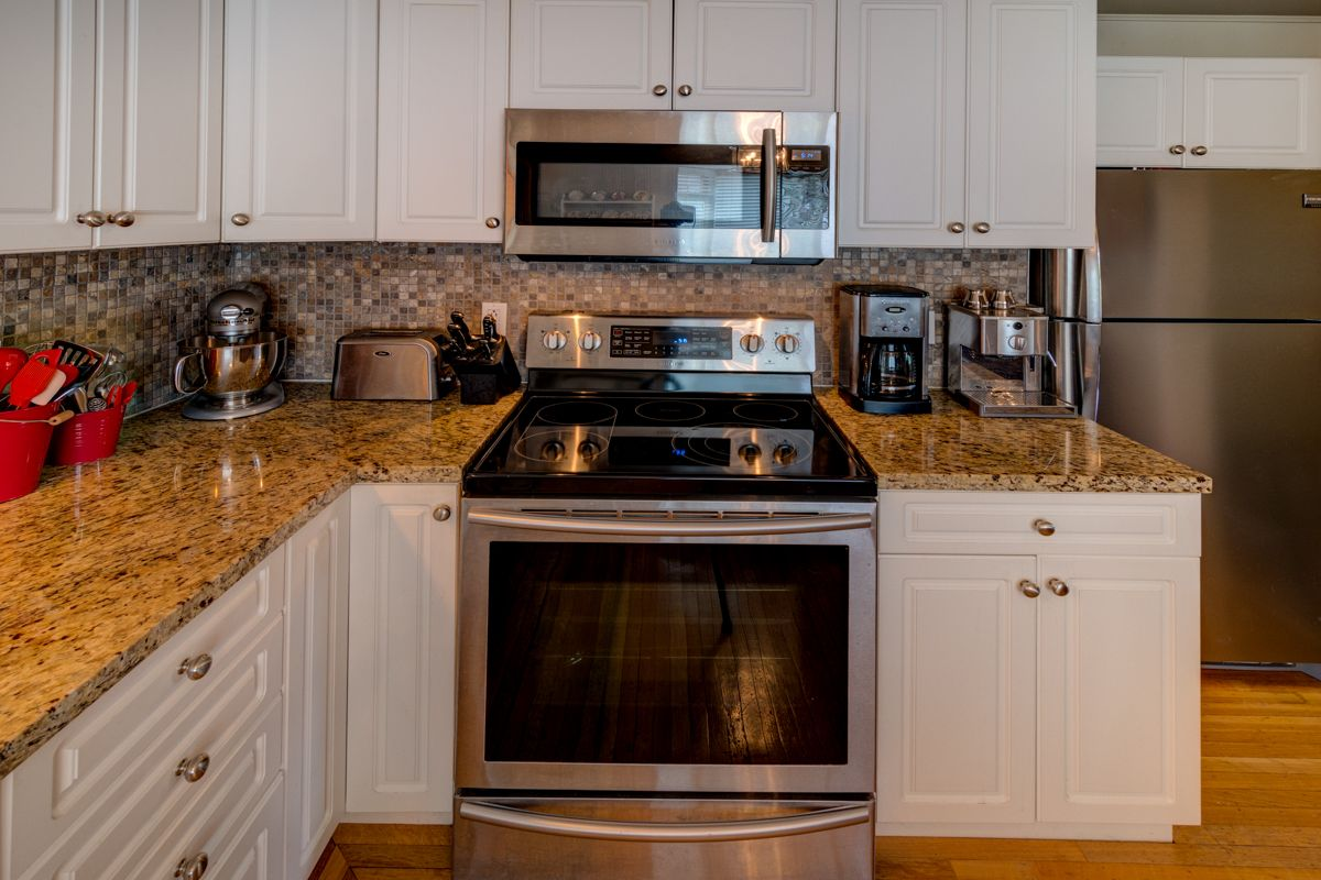 "Photo 16: Photos: 933 LAUREL Street in New Westminster: The Heights NW House for sale in ""The Heights"" : MLS®# R2308868"