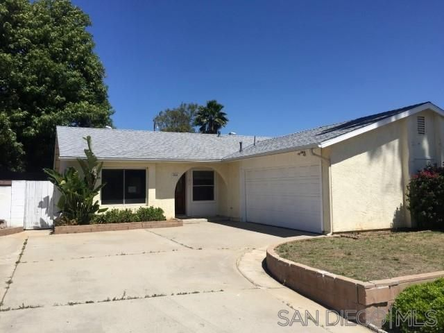 Main Photo: EAST ESCONDIDO House for sale : 4 bedrooms : 1060 Bridgeport St in Escondido