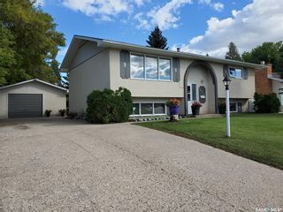 Photo 1: 1351 McKay Drive in Prince Albert: Crescent Heights Residential for sale : MLS®# SK870439