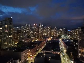 "Photo 18: 2305 289 DRAKE Street in Vancouver: Yaletown Condo for sale in ""Parkview Tower"" (Vancouver West)  : MLS®# R2474157"