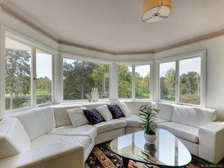 Photo 2: 10 900 Park Blvd in Victoria: Vi Fairfield West Condo for sale : MLS®# 867164