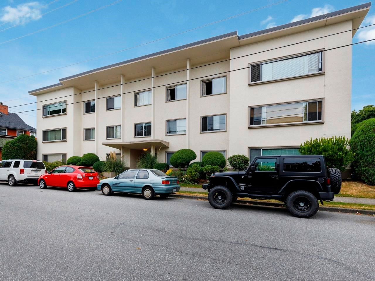 """Main Photo: 206 2776 PINE Street in Vancouver: Fairview VW Condo for sale in """"Prince Charles Apartments"""" (Vancouver West)  : MLS®# R2616060"""