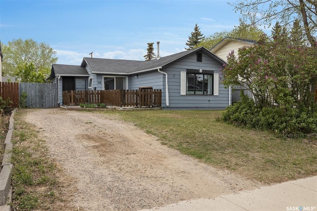 Main Photo: 110 4th Avenue North in Martensville: Residential for sale : MLS®# SK858819