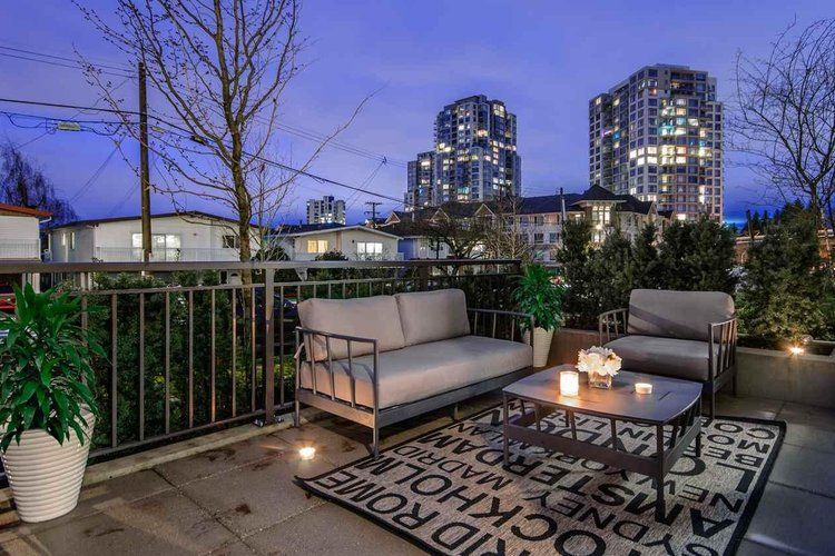 Main Photo: 5520 E Ormidale Street in Vancouver: Townhouse for sale : MLS®# R2231237