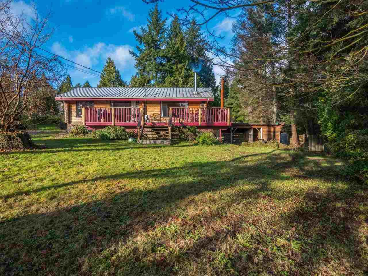 "Main Photo: 7934 SOUTHWOOD Road in Halfmoon Bay: Halfmn Bay Secret Cv Redroofs House for sale in ""Welcome Woods"" (Sunshine Coast)  : MLS®# R2349359"