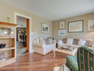 Photo 3: 1279 Knockan Dr in : SW Strawberry Vale House for sale (Saanich West)  : MLS®# 877596